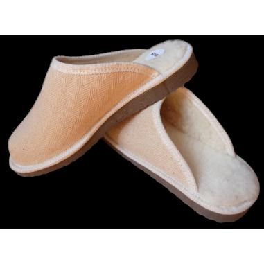 Donna uomo di pantofole bio