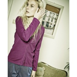 mujer justa de ropa bio