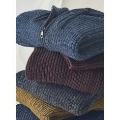 Suéter con capucha de invierno